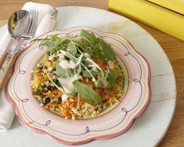תבשיל בורגול חם עם ירקות מוקפצים