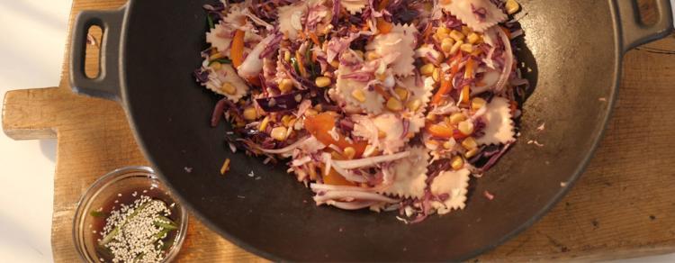 רביולי בטטה עם ירקות בסגנון אסייתי