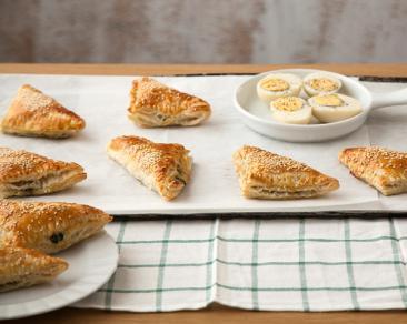 בורקס מבצק עלים במילוי תפוחי אדמה, פטריות ותרד