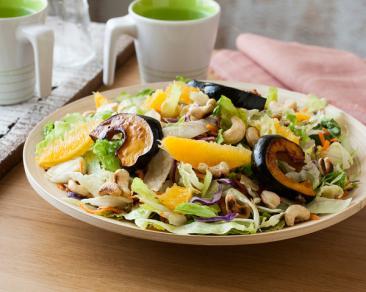 סלט ערוגות עם תפוזים, דלעת ערמונים וקשיו ברוטב מייפל וחרדל