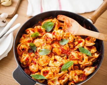 טורטליני פטריות ברוטב עגבניות ופטריות