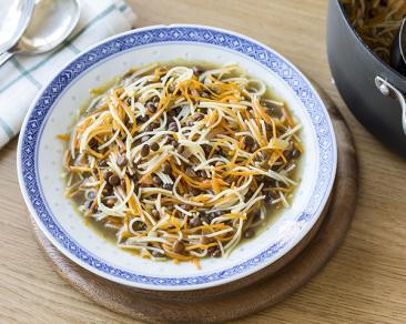 מרק עדשים עם גזר ואטריות דקיקות