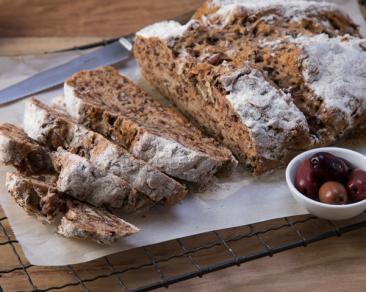 לחם סודה ללא לישה מנוקד בעדשים ואגוזים