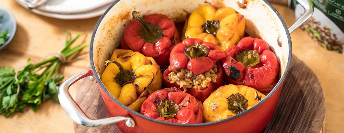 פלפלים במילוי אורז ועדשים ברוטב עגבניות